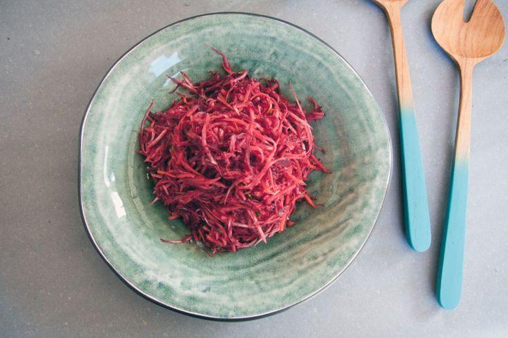 Salladsrecept med rårivna rödbetor, rotselleri och morötter