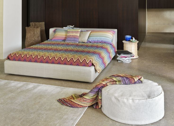 The chevron has a place everywhere, wandering indoors, even in the bedroom, with multicoloured printed percale bedlinen sets. The same rainbow shades also for the wool honeycomb throw #missonihome