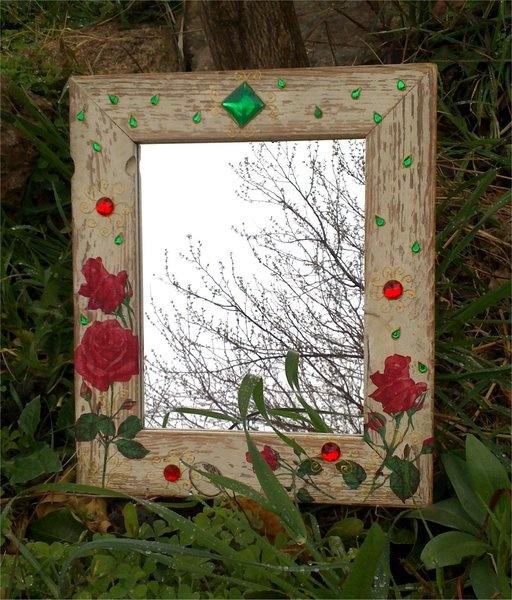 Espejo gypsy decorado con rosas y piedras preciosas for Espejos decorados con piedras