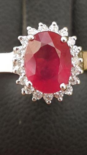 Anello da donna in oro 18ct bianco con diamanti e rubino