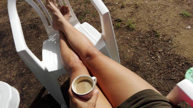 Witam Was kempingowo ze słonecznej Italii z poranną kawą w lapce :) moj mąż twierdzi z miłością, że mam grube nogi, ja sie z tym nie zgadzam___ #beyonce ma takie uda i żyje :) // :) #italia #coffee #legs #morning #goodmorning #sunnyday #vacanze #casaviolife #casaviocamping #loveit #instadaily #instagood #chill #wakacje