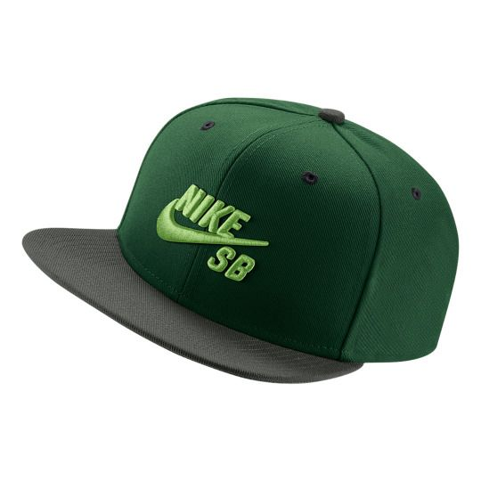 A Nike SB é uma divisão da Nike Inc. criada em 2004, dedicada na produção de tênis, vestuário e acessórios voltados para o público skatista. Entre a mais recente entrega de produtos da marca, uma...