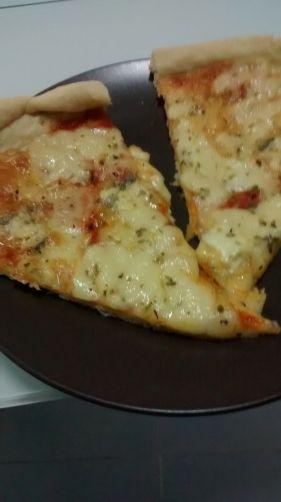 pizza de 4 quesos para #Mycook http://www.mycook.es/receta/pizza-de-4-quesos/