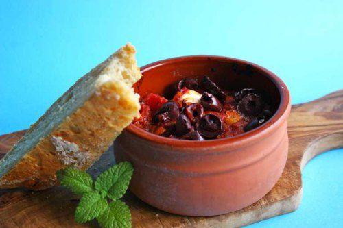 Fetaost bakt med tomatsaus, oliven ogoregano #tapas #hellas #greece #gresk #greek #olives #tomato #feta_cheese #vegetarian