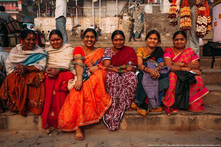 Та самая невероятная страна, где мысли освобождаются от бесконечного круговорота новостей, тревог и проблем. Александр Чебан. Индия, женщины, сари, браслеты, улыбки.