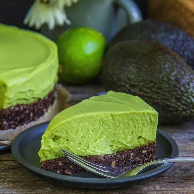 Avocado Käsekuchen vegan, glutenfrei, zuckerfrei Rezept Mrs Flury No Bake, Gesu …   – Gesunde Rezepte Mrs Flury Blog – meine Lieblingsrezepte
