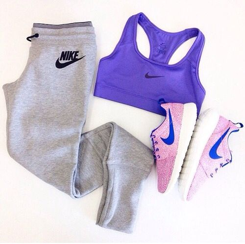 Workout clothes for women | Pink Running Shoes | Sports bra |