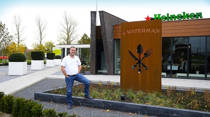 Restaurant de Waterman Opende in 2002 haar deuren en is sindsdien uitgegroeid tot een begrip in de wijde omgeving. Een veelzijdig restaurant met onbeperkte mogelijkheden zoals : A la carte dineren | Bruiloften | Vergaderingen | Kraamfeesten etc.