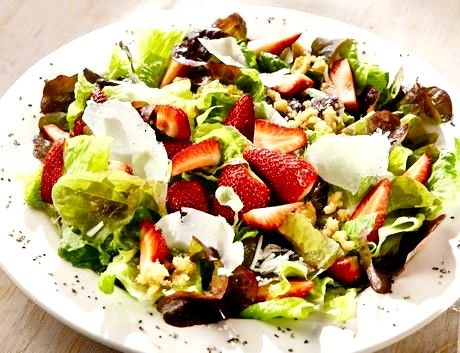 TGI Friday's Restaurant Copycat Recipes: Strawberry Fields Salad