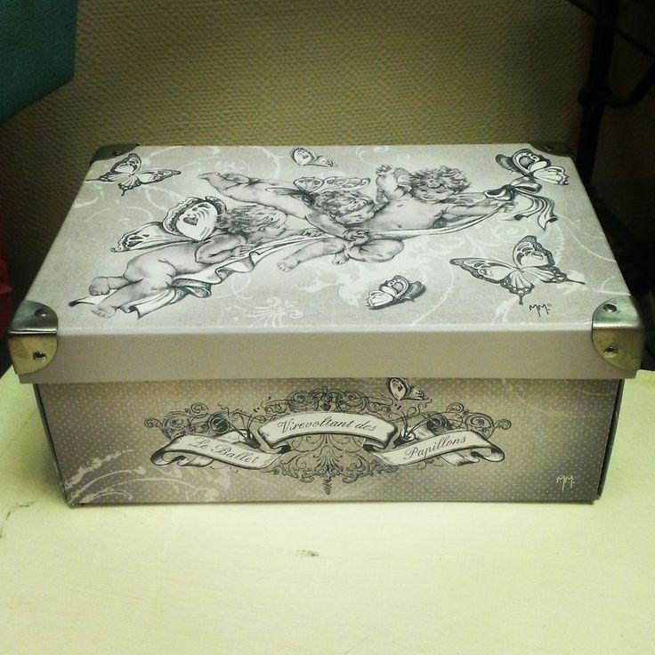 Une boîte décorative et pratique qui ajoute une touche d'élégance et de charme… Idéale pour ranger une pièce ou mettre de l'ordre dans un placard. Le rangement efficace n'aura plus de secret pour vous !