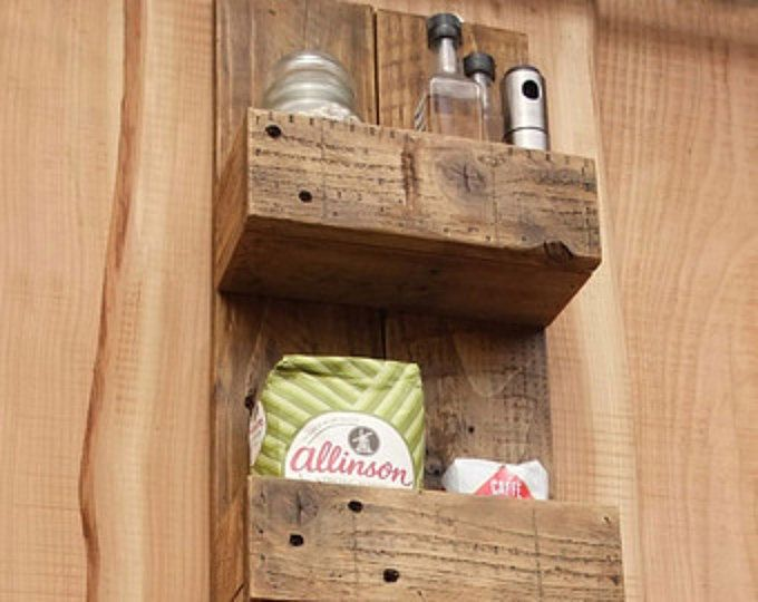 Alta cocina rústica / estantes cuarto de baño de madera reciclada