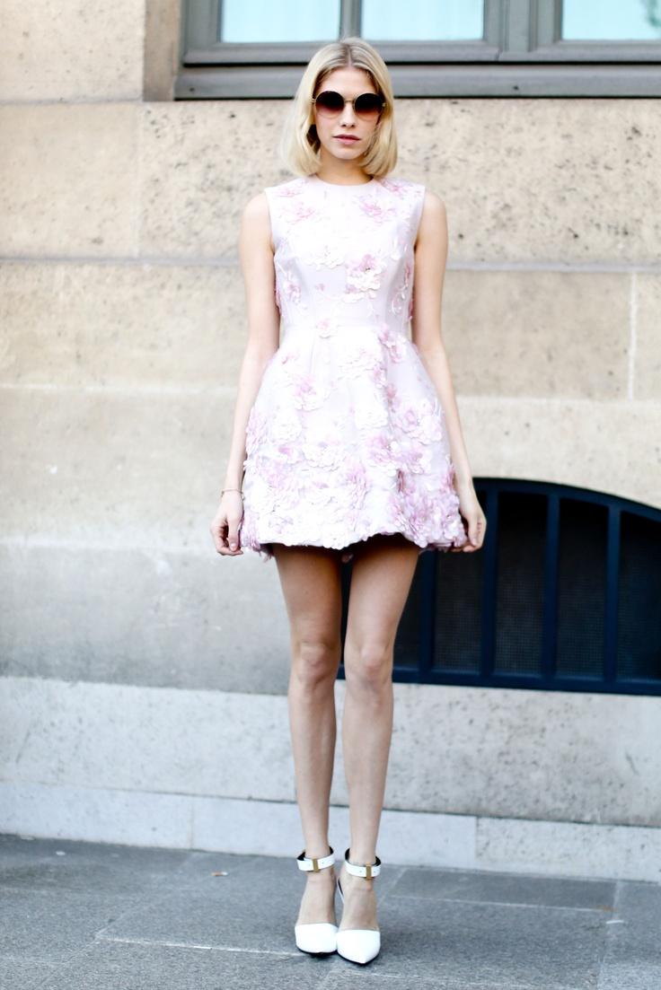 Białe szpilki w Paryżu: Paris Fashion Week, marzec 2013, fot. Imaxtree (Elena Perminova)
