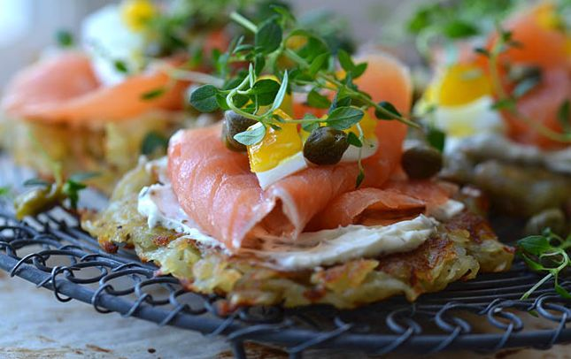 Opskrift på Kartoffelpandekager med laks og cream cheese - Eurowoman