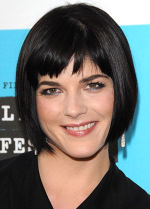 A more modern version of the Louise Brooks bob. A little less styled but just as shiny. Oh, how I crave shiny hair.