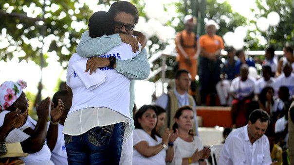 Así fue el encuentro entre las FARC y las víctimas de una masacre - RPP Noticias