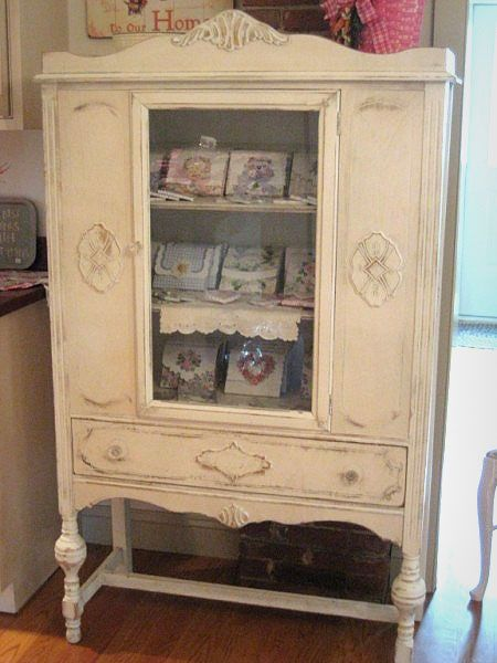 @Marilyn McNalley ~ Sis:  This is my china cabinet exactly, only painted cream and without the wood decorative cutout behind the door glass!  Now I know what it would look like if I painted it!
