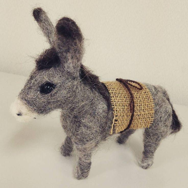 羊毛クラフトワークショップ 四ヶ月かけて作ったロバさん完成の日を迎えました イエスさまを乗せるロバさん #needlefelting #workshop #felted #mule #donkey #羊毛フェルト #ロバ