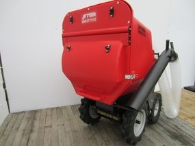Muck truck paddock vacuum has powerful suction and great capacity.