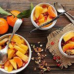 Salade de fruits d'hiver et sirop aux épices de Noël et à la vanille