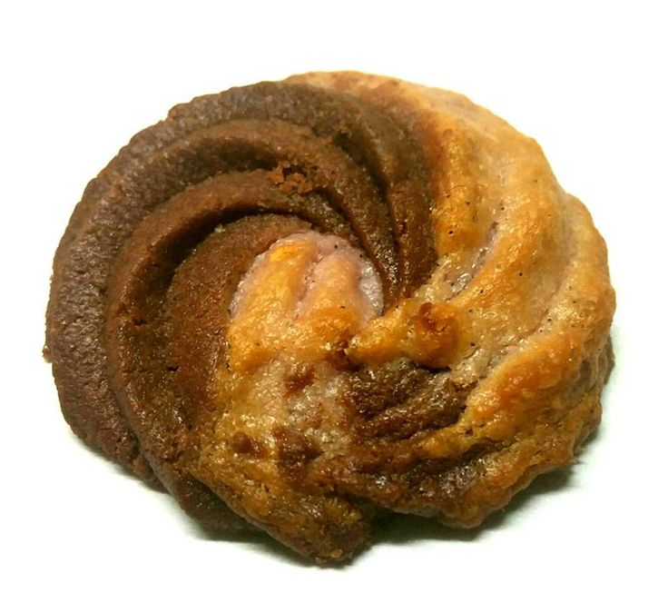 Un biscuit marbré chocolat framboises plein de gourmandise pour le goûter ???  La recette sur la page Facebook du Chef.