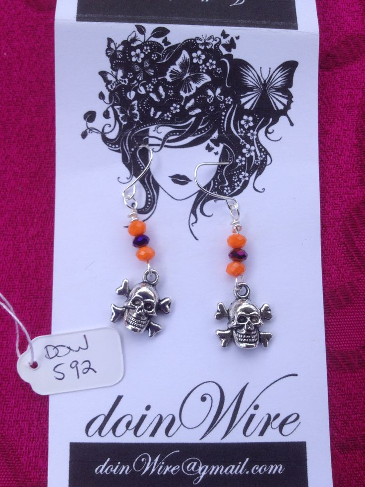 DOW592-doinWire Halloween-Earrings skull and cross bones orange and purple crystals