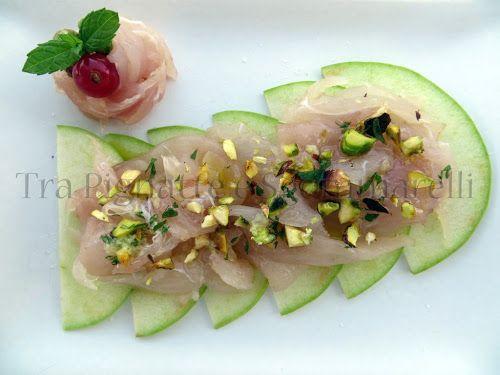 Carpaccio di ricciola, mela verde e pistacchi, con emulsione al balsamico e menta
