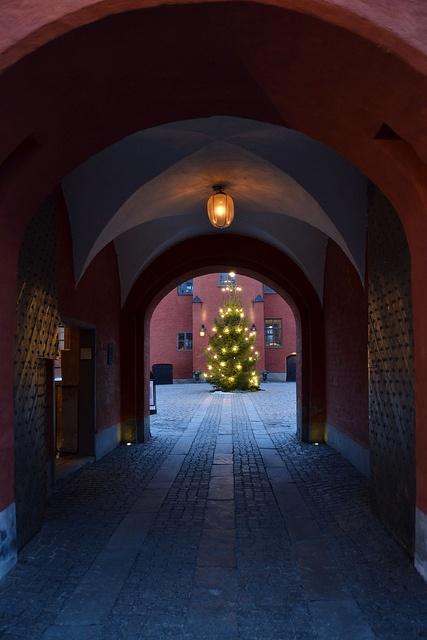Entrance to the Courtyard of Halmstad Castle.   Ingång till Halmstads Slotts Innergård.