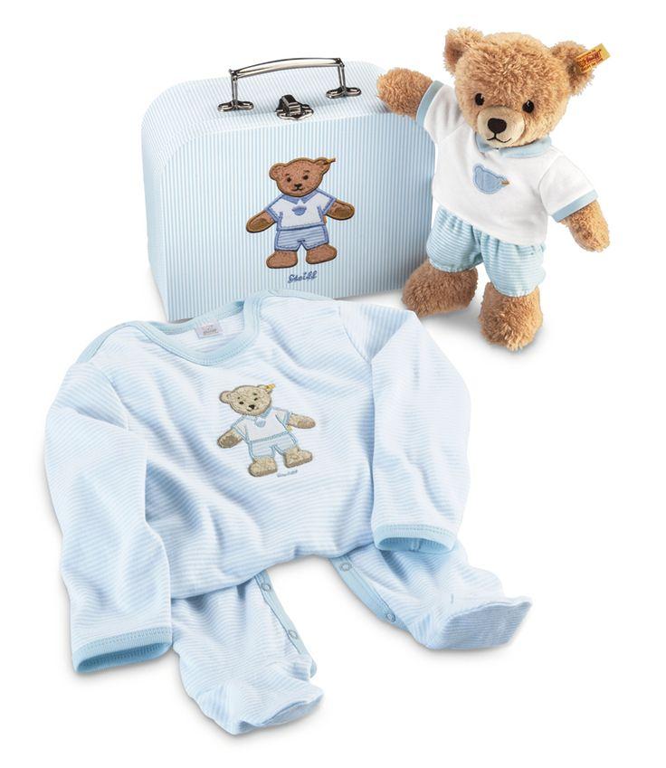 Geschenkset Schlaf-gut-Bär im Koffer blau. Das Geschenkeset Schlaf-gut-Bär im Koffer ist für alle neuen Erdenbürger das perfekte Geschenk zum ersten Geburtstag. Das Set beinhaltet einen Schlaf-gut-Bären aus Plüsch, einen Koffer und einen Strampler. Schlaf-gut-Bär: aus Plüsch für babysanfte Haut. Strampler: 95% Baumwolle, 5% Elastan  Strampler Größe: 62  Waschbarkeit Bär: waschmaschinenfest bei 30° C - Steiff -