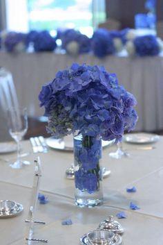 アジサイの青の装花 ホテルニューオータニ アザレア様へ:ゲストテーブル装花