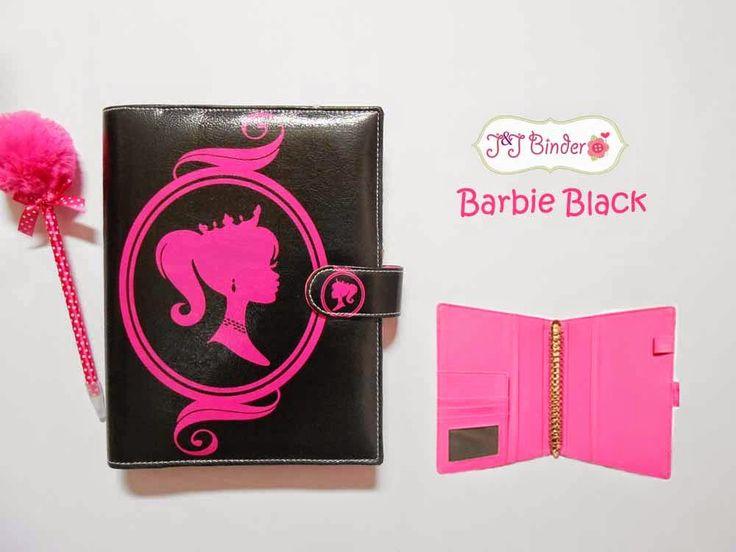 Nama  Produk : Binder Barbie Black Ukuran   :A5 20ring : 60rb , B5 26 ring : 70rb Bahan  : Kulit Sintetis Deskripsi : 3 slot kartu, 1 slot foto 1 Slot pulpen