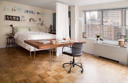 Separación entre la zona de descanso y la de estar en un apartamento pequeño. Fuente:http://www.apartmenttherapy.com/