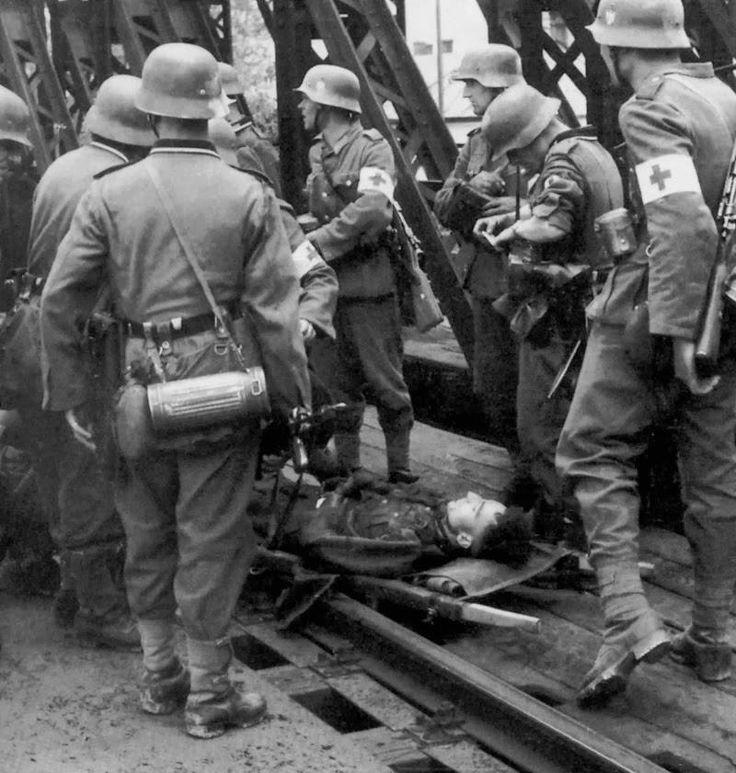 Sanitäter der Wehrmacht im Einsatz | Wehrmacht WW2 | Wwii ...