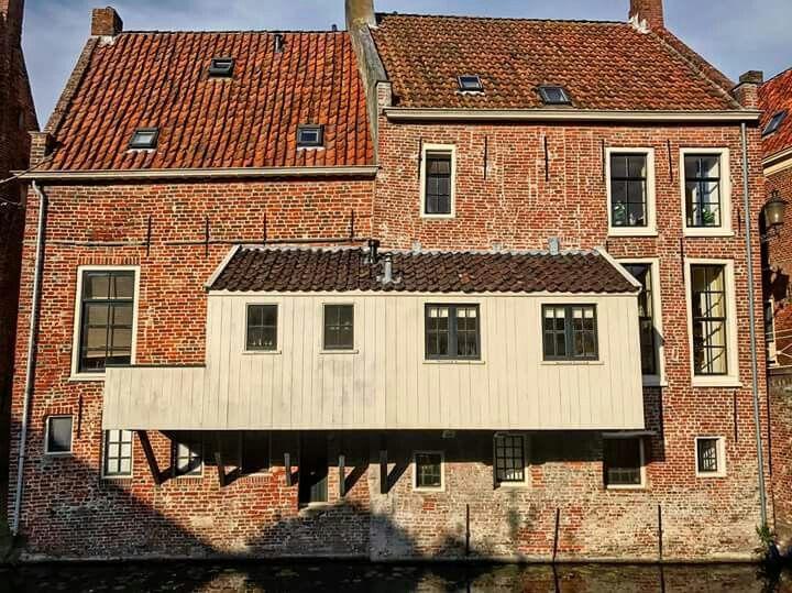 Bijzondere architectuur: de hangende keukens in Appingedam.