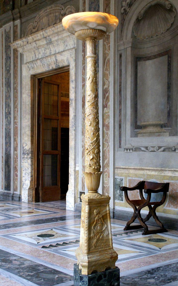 https://flic.kr/p/c9VBw9 | Rom, Via della Lungara, Villa Farnesina, Loggia di Psyche, Alabaster-Leuchter (alabaster floor lamp) | Die Villa Farnesina, die zu ihrer Entstehung noch außerhalb der Stadt lag, ist eines der schönsten Beispiele einer römischen Sommerresidenz, einer Villa suburbana. Sie wurde von 1508 - 11 von Baldassare Peruzzi für den reichen Bankier und Mäzen Agostino Chigi errichtet und in den folgenden Jahren von einigen der angesehensten Künstlern der Zeit ausgemalt…