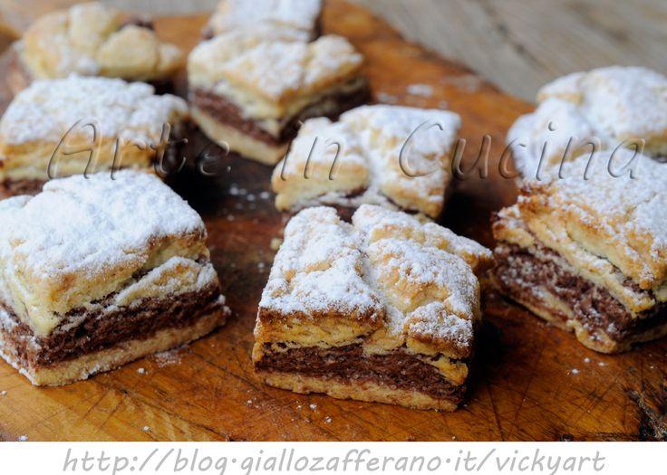 Biscotti bicolore alle mandorle ricetta facile e veloce, biscotti da merenda, colazione, pasta frolla con mandorle, frolla al cacao, biscotti bianchi e neri