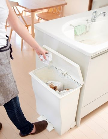 お客さまのリクエストから誕生したワイドなゴミ箱。スタイルストア専属のバイヤーが、6つのこだわりの選定基準で選んだ「I'mD/kcud ワイドペダルペール ホワイト」の通信販売ができる紹介ページです。