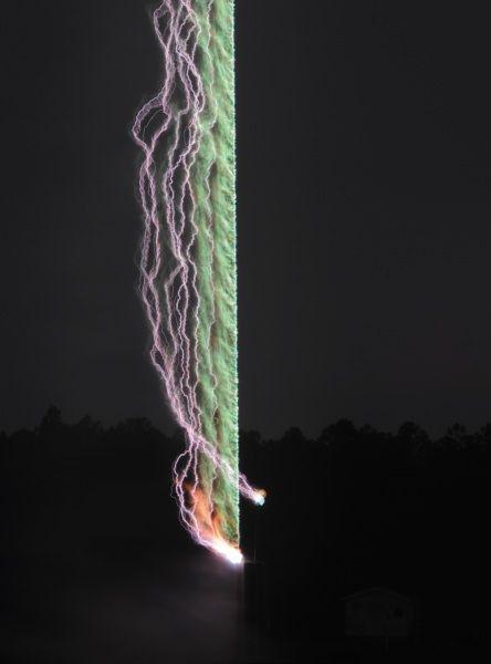 La fabbrica di fulmini. La foto a lunga esposizione di un esperimento dell'International Center for Lightning Research and Testing, in Florida. Gli scienziati hanno sparato un razzo all'interno di una tempesta per generare una scarica di fulmini da poter studiare.| Univ. Florida Lightning Research Group Expand