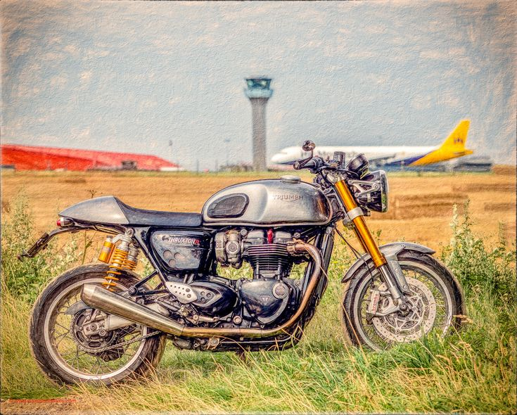 https://flic.kr/p/FvYx5e | Triumph Thruxton R | at the Airport