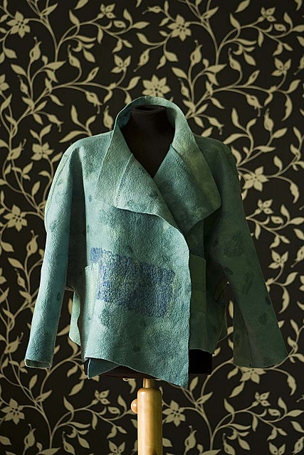 Distressed looks terrific on Ns. This item, more Yang, appears made of bark or some other interesting fiber. Great neck. Soft Autumn or warm Soft Summer.
