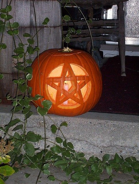 Samain:  Pentacle pumpkin, for #Samain.