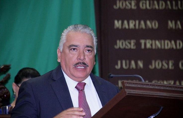 El presidente de la Comisión de Salud en el Congreso de Michoacán subrayó que es apremiante que se tomen medidas, ya que los productos milagro han puesto en riesgo la ...