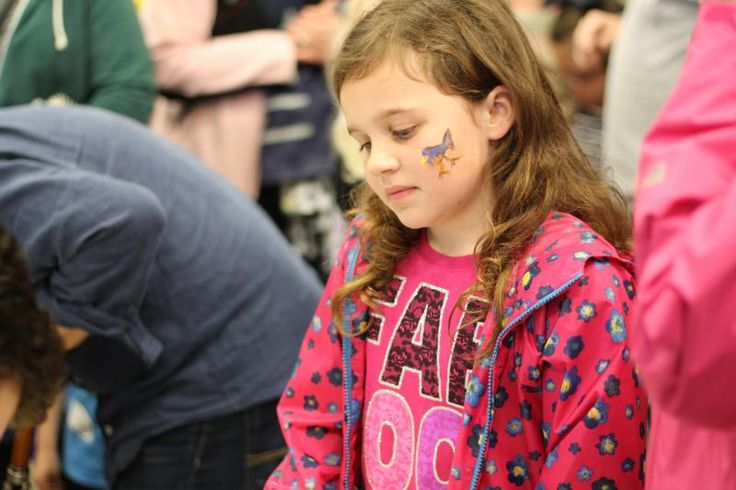 Despite the rainy weather on Thursday, hundreds of parents and children showed up at the Brentwood Library to hunt Easter Eggs.
