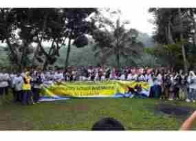 terkini Pelajar Depok Ikuti Arung Jeram Bersama Indosat di Cisadane