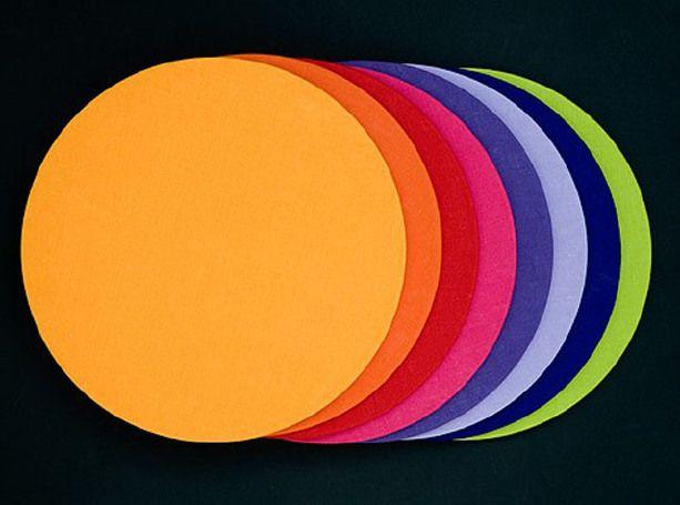 ROUND - MAT Disponibili nelle seguenti colorazioni: - Red - Violet - Lilac - Hot pink - Amber - Mango - Blue