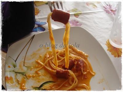 Esparguete com salsichas