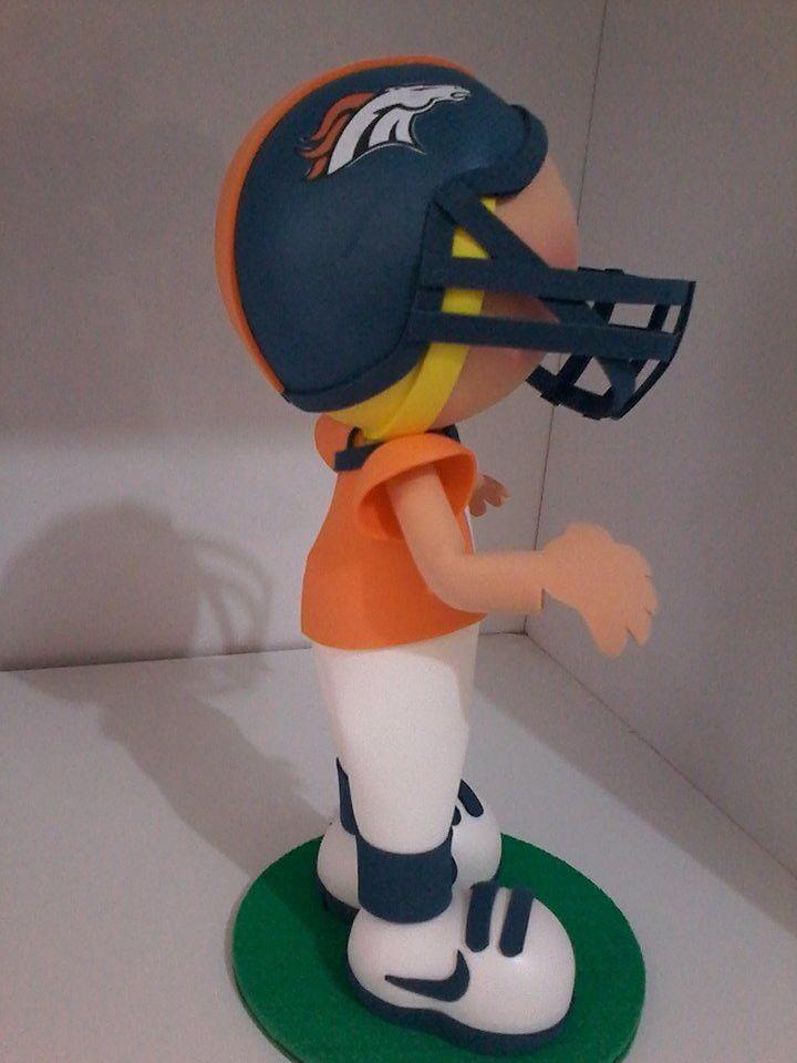 cf0b3d0c9 Boneco em eva personalizado Jogador de Futebol Americano Feito com as  características do cliente.
