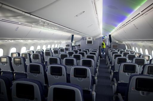 United airlines unveils its first boeing 787 dreamliner for Interior 787 air europa