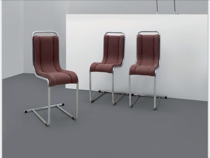 – ICO PARISI Quattro sedie per FRATELLI LONGHI, 1969. Acciaio cromato, imbottiture rivestite in tessuto. Altezza cm 81, larghezza 28, profondità 56. A set of four chairs manufactured by FRATELLI LONGHI, 1969. Chrome-plated steel and material upholstery. 31.9in. high, 11in. wide, 22in. deep. € 2000 Letteratura: Giuliana Gramigna, Repertorio 1950-1980, Mondadori, Milano, 1985, p. 291.