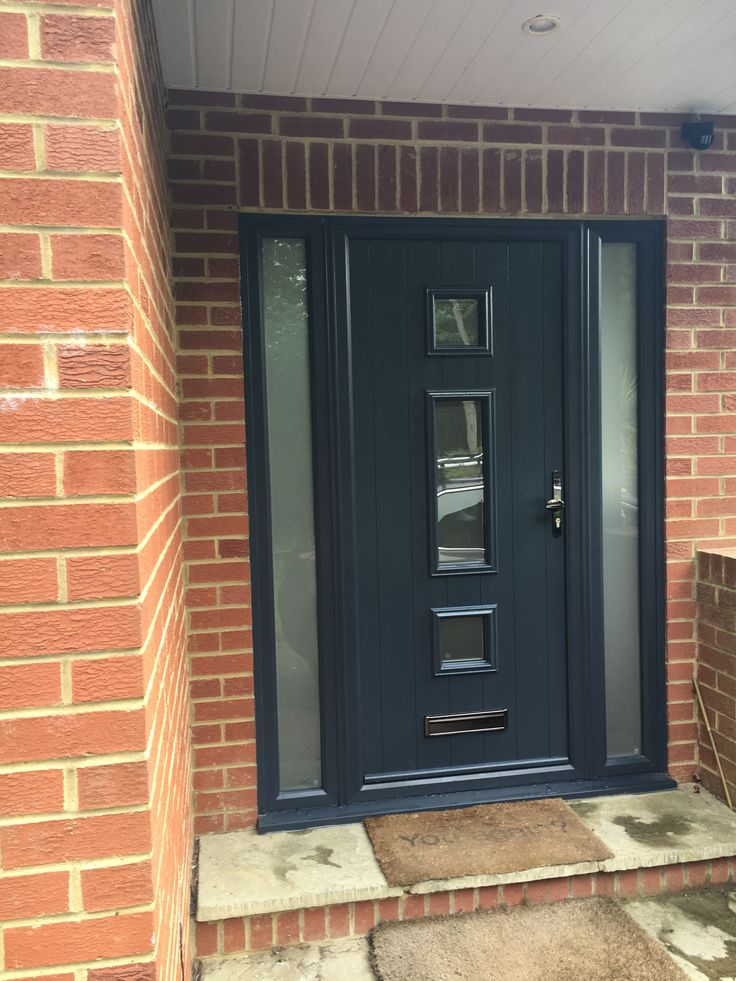 The Solidor Genoa in anthracite grey with sidescreens. Glass is Satin.
