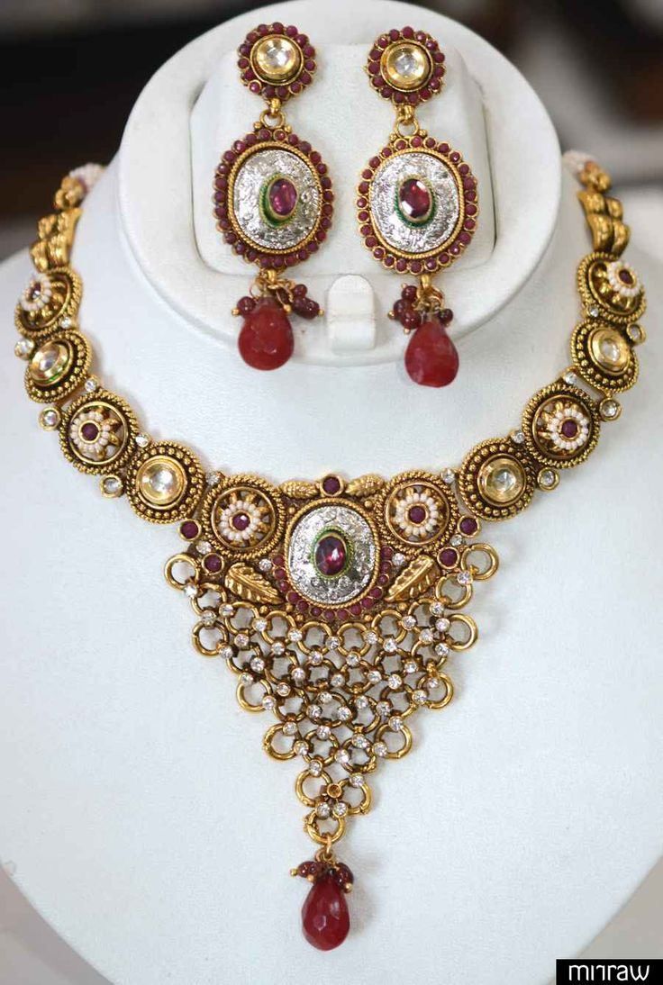 Antique necklace set with blend of silver plating